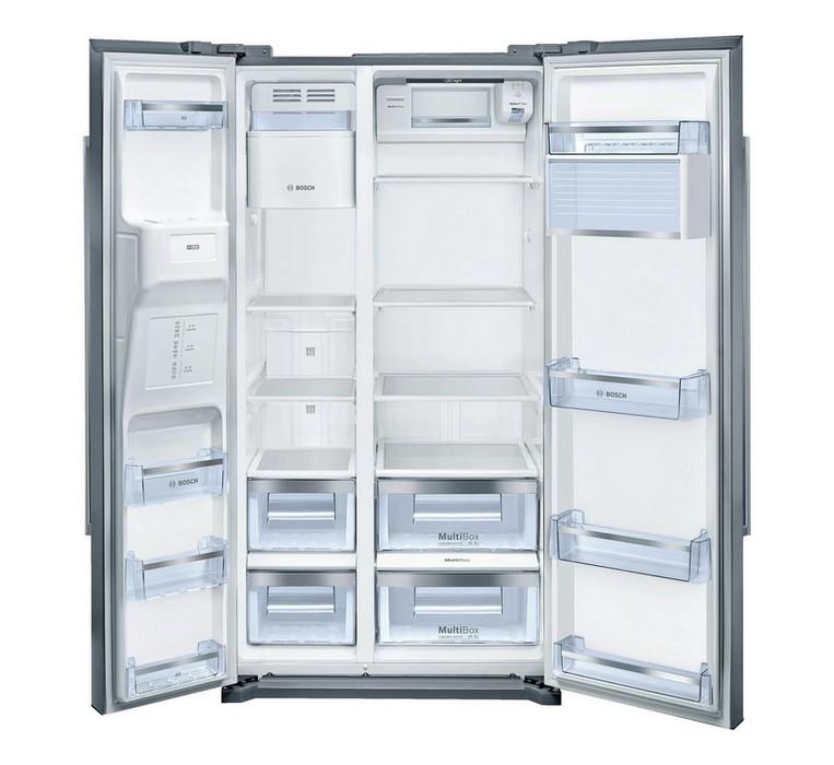 Americká chladnička BOSCH KAD90VI30 – pohľad do otvorenej chladničky