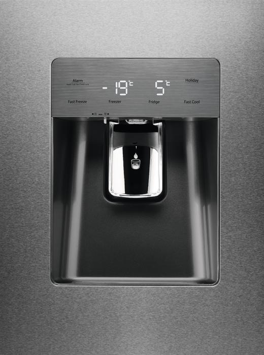 Americká chladnička Electrolux EN 6086 JOX – ovládací panel s nápojovým automatom (výdajníkom vody)