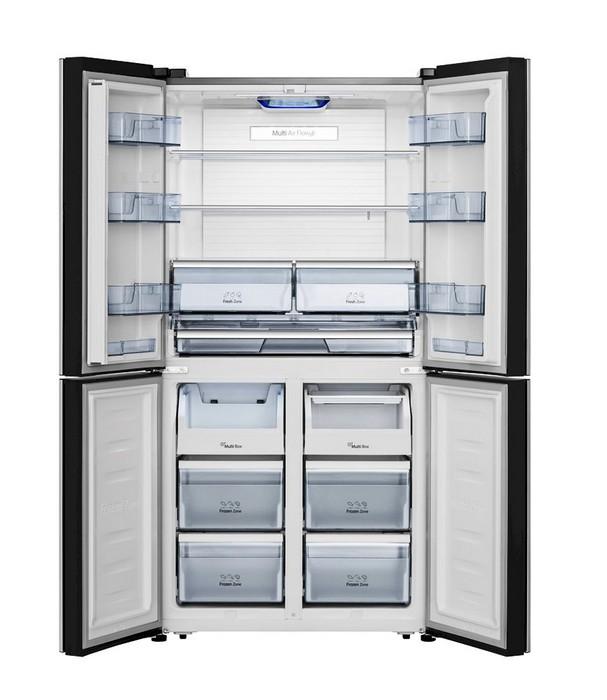 Americká chladnička Hisense RQ689N4AC2 – pohľad do prázdneho chladiaceho priestoru